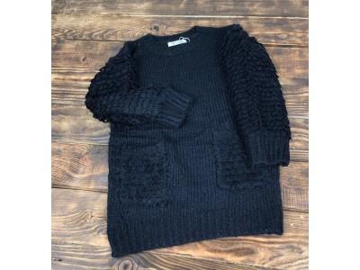 Теплый свитер с кармашками,рукав объемная петелька(черный)
